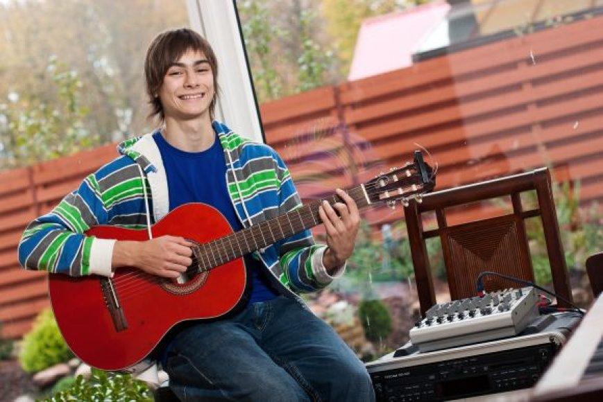 Nojus Bartaška-Bartas yra talentingas paauglys. Tėvai skatina sūnaus norą kurti dainas ir atlikti jas gyvai