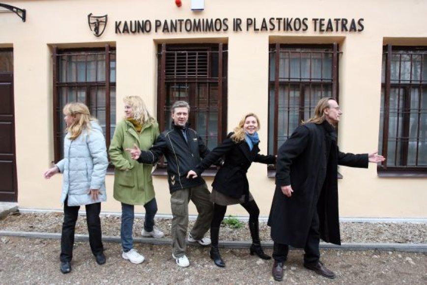 Kauno pantomimos ir plastikos teatras įsikūrė M.Daukšos g. 34 pastate (įėjimas iš kiemo)