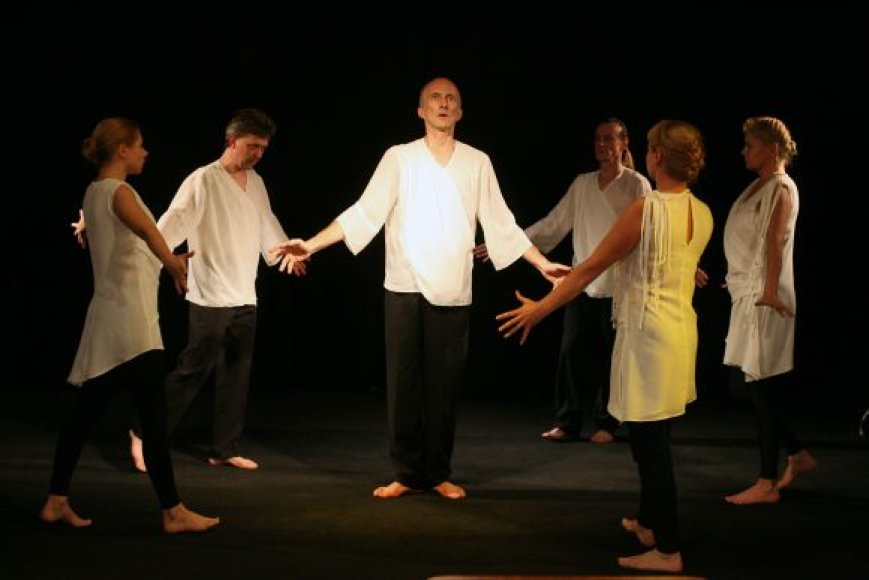 """Pirmasis spektaklis, kurį Kauno pantomimos teatras pristatys naujose patalpose, bus kartu su lenkų režisieriumi L.Czarnota sukurtas """"Ab origine""""."""