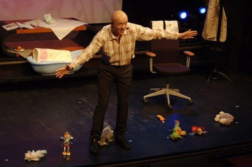 Ramūnas Rudokas naujojoje komedijoje pasakoja apie tėvystę