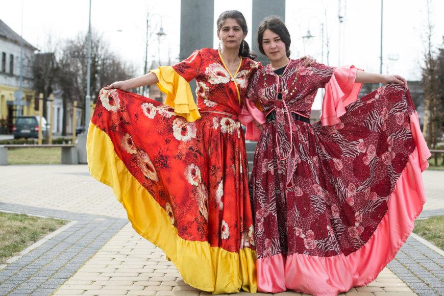 Arkadijaus Babachino nuotr./Roza (kairėje) susilaukė tik vienos dukros Rasmos (dešinėje). Tai labai neįprasta, nes paprastai romų šeimos gausios