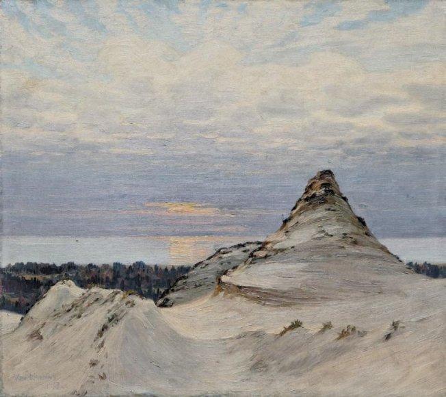 """Vienas iš parodos """"Tarp dangaus ir jūros"""" eksponatų – Antano Žmuidzinavičiaus paveikslas """"Juodkrantės piramidė""""."""