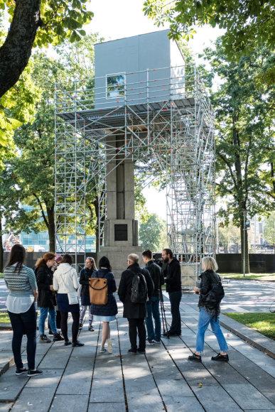 """Remio Ščerbausko nuotr./Vienybės aikštėje atsiradęs """"Namelis"""" – vienas iš Kauno bienalė'17 kūrinių"""