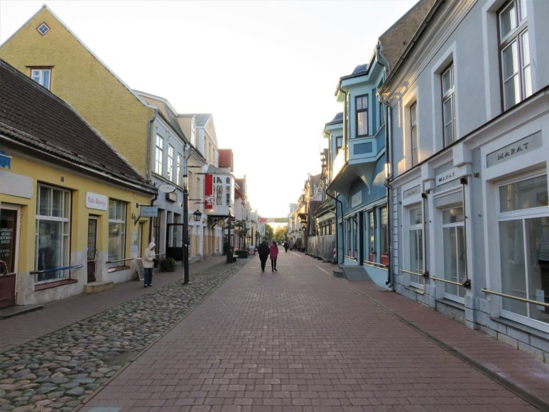 Saulės Paltanavičiūtės nuotr./Rüütli – centrinė Pernu gatvė