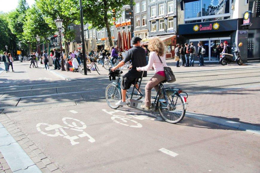 123rf.com /Nyderlanduose dviračiu važiuojanti pora