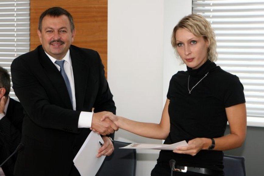 I.Vareikytė ir V.Navickas pasirašė deklaraciją
