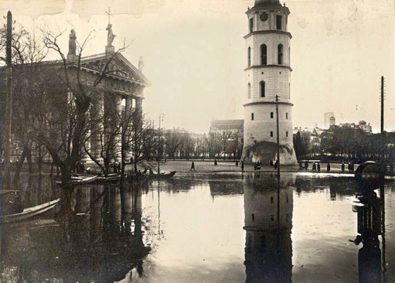 Praėjusiame šimtmetyje smarkiausiai Neries vanduo išsiliejo 1931 m. Potvynio metu žmonės plaukiojo valtimis po dabartines Žygimantų, T.Vrublevskio, Tilto, Olimpiečių gatves.