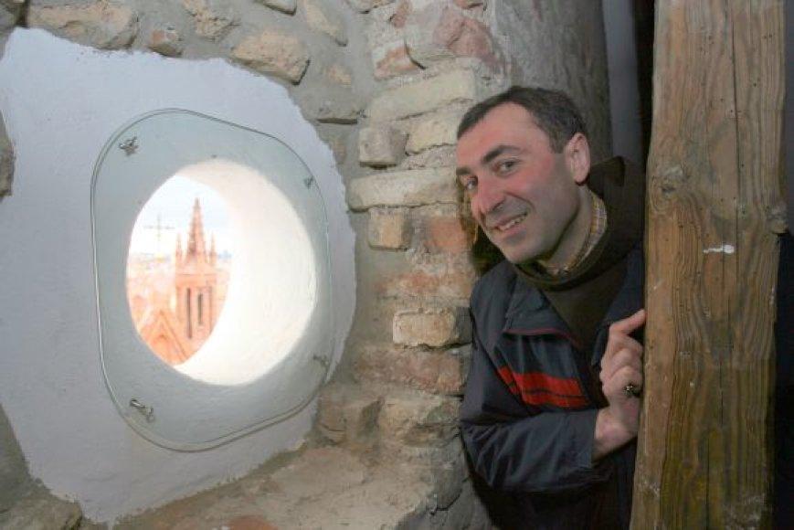Pasak brolio pranciškono Algirdo Malakauskio, gauta ES parama leido Bernardinų bažnyčios palėpėje atverti iki tol buvusius užmūrytus langelius, pro kuriuos atsiveria puiki sostinės panorama.