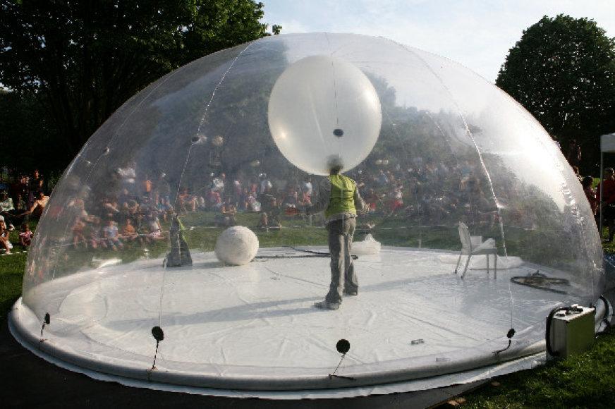 """Cirko spektaklis """"Burbulas"""" jau buvo rodomas Kaune bei Vilniuje."""
