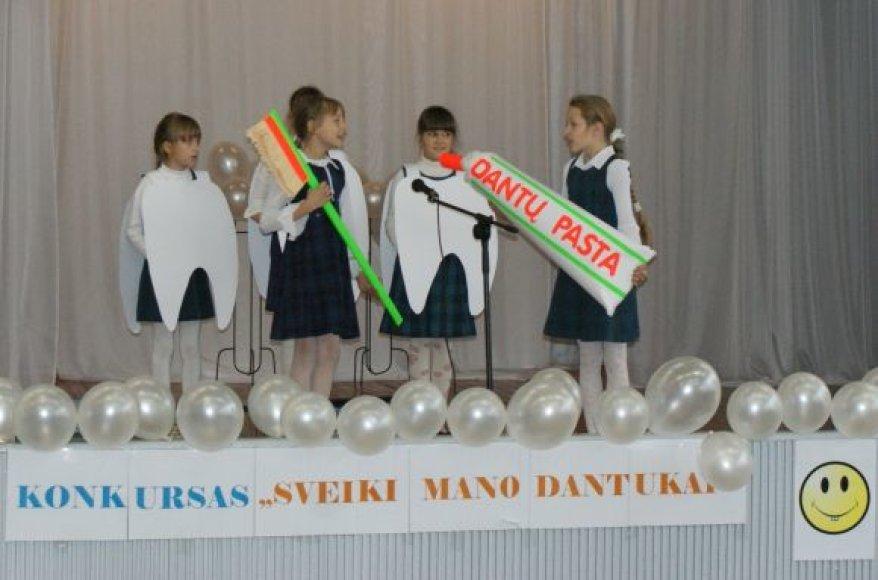 """""""Sveikiausių dantukų"""" konkursą laimėjo S.Dacho mokyklos auklėtiniai."""