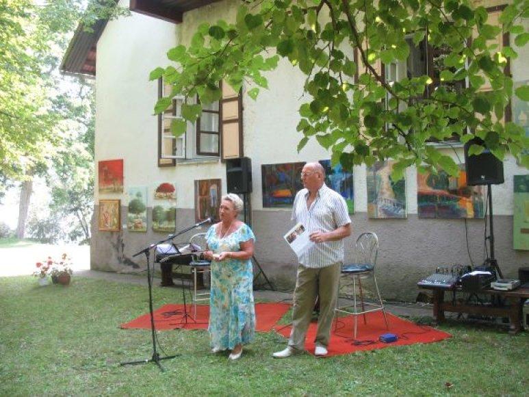 D. ir G.Gruodžiai organizuoja, rengia plenerus ir įvairias akcijas, padedančias menininkams realizuoti savo idėjas.