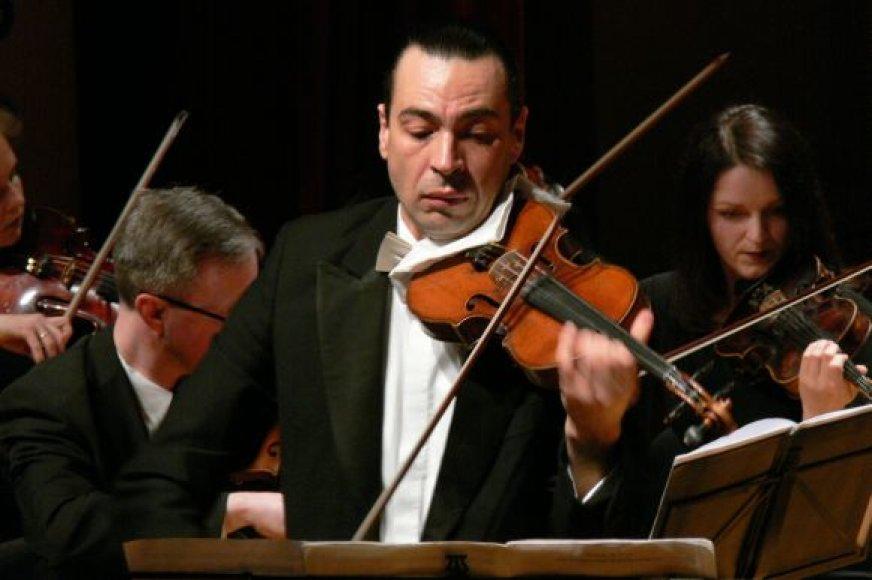 Klaipėdos publikai smuiku grieš M.Švėgžda von Bekkeris.