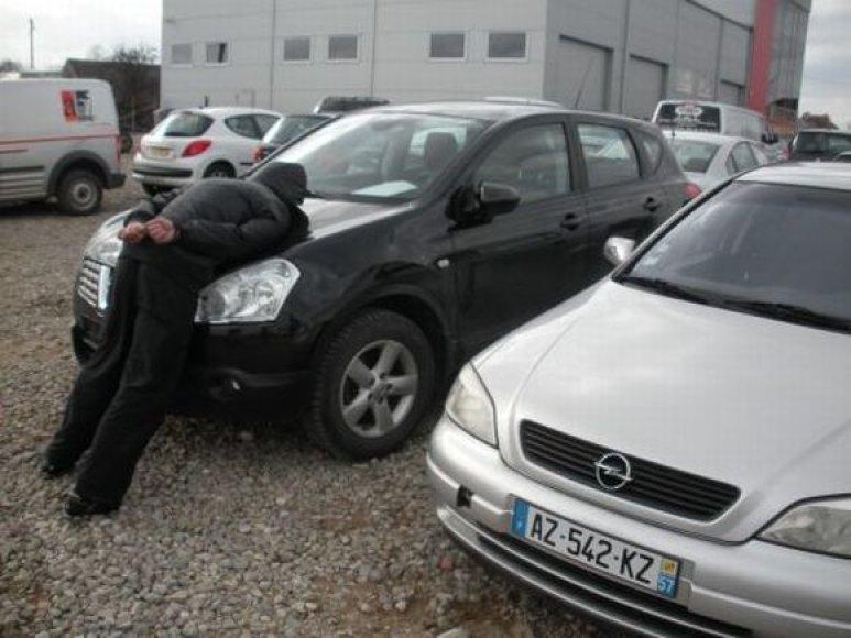 Pareigūnai sulaikė įtariamuosius automobilių vagystėmis.