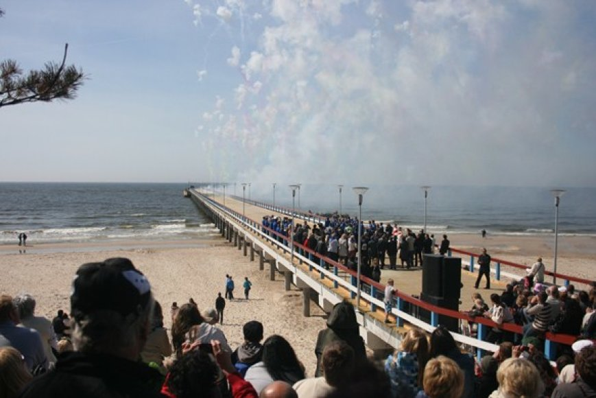 Prieš vasaros sezoną, gegužę, buvo atidarytas rekonstruotas Palangos tiltas.