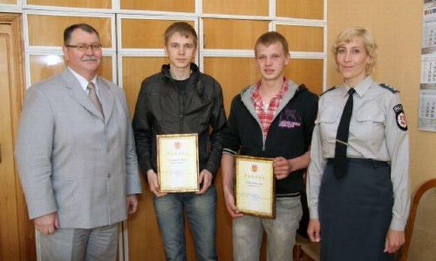 Klaipėdiečiai buvo apdovanoti padėkos raštais.