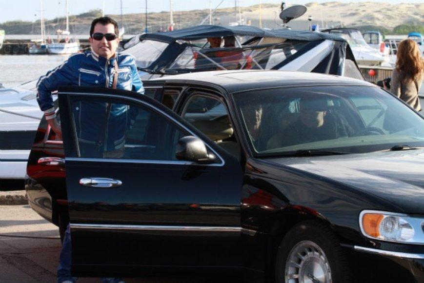 Rytis Cicinas į Nidą atvyko prabangiu automobiliu.