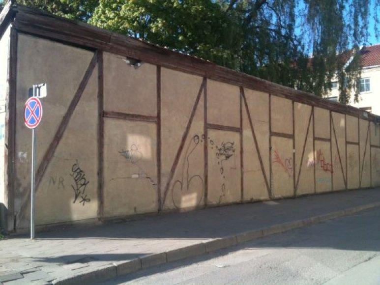 Fachverkinio stiliaus sandėliuko (Daržų g.) fasadas bus išvalytas ir perdažytas.