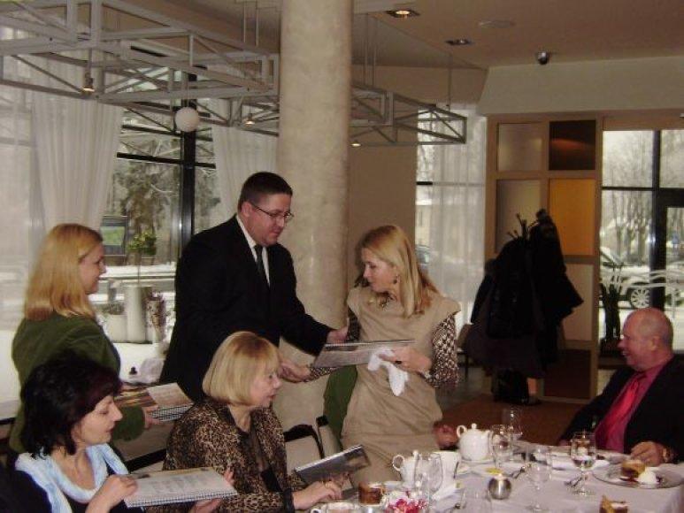 Palangos meras Šarūnas Vaitkus kurorto viešbučių ir restoranų atstovus ragina per šventes nedidinti nuomos ir maitinimo kainų, kad kurorte galėtų šventes švęsti kuo daugiau žmonių.