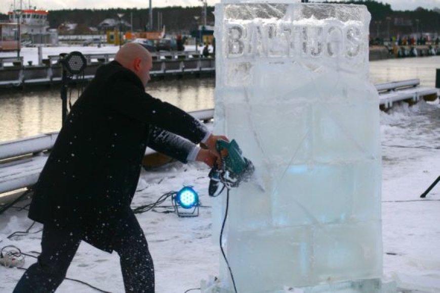Skulptoriaus Mindaugo Tendziagolskio ledo šou pristatė naujus meninius akcentus Klaipėdoje.