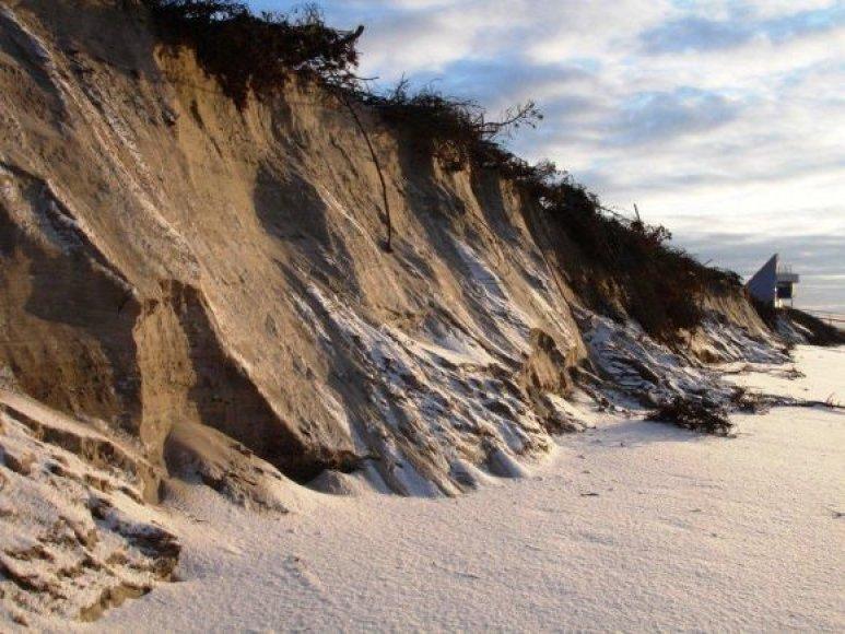 Taip atrodo pakrantės Preiloje praūžus audroms: žabtvarių ir medinių takelių tiesiog nebeliko.
