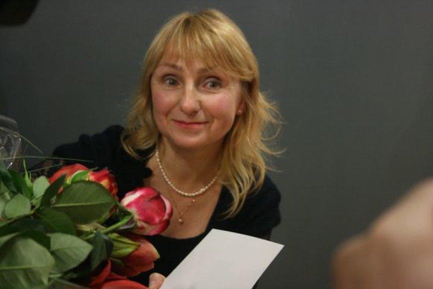 Poetė Elena Karnauskaitė tapo 26-ąja Ievos Simonaitytės premijos laureate.