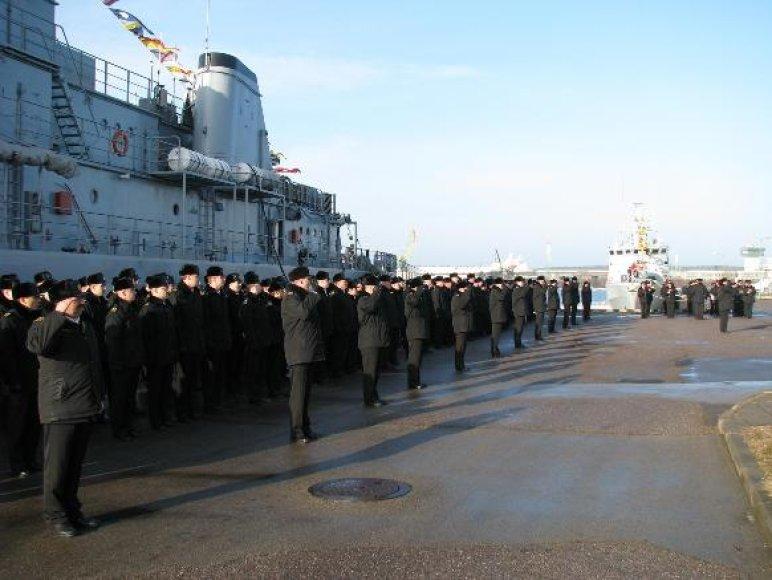 Danijos karinių jūrų pajėgų padalinių iškilminga rikiuotė.