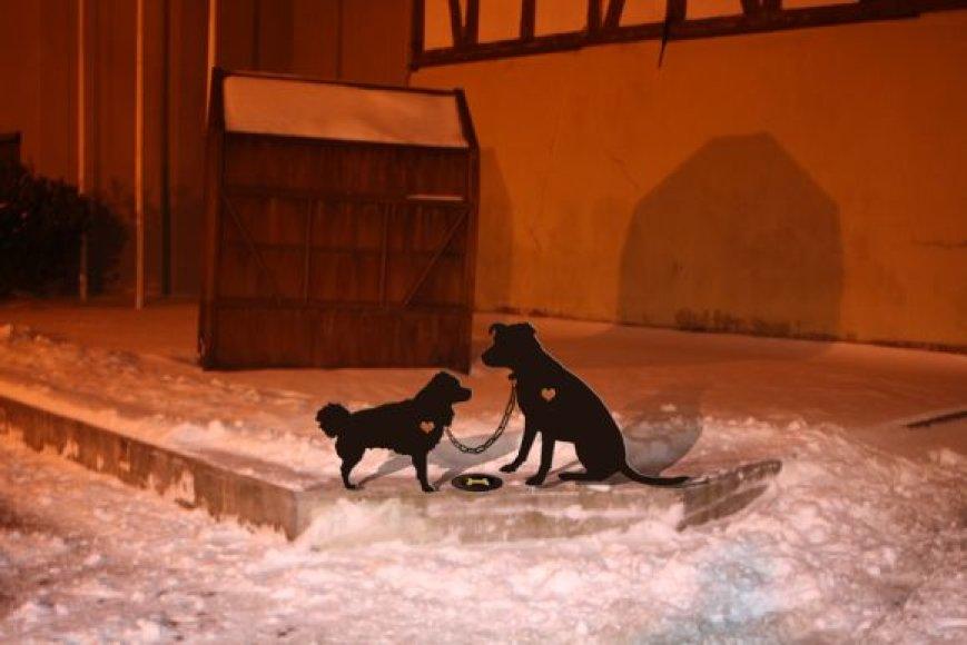 Dviejų senamiesčio šunelių - Čikos Čikitos ir Rikio Balbo - meilės istoriją primins skulptūrą.