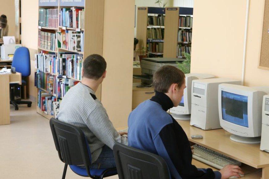 Klaipėdos miesto savivaldybės viešoji biblioteka interneto prieigas skaitytojams įkūrė 1998-aisiais. Naujojo projekto metu pavyko senuosius kompiuterius atnaujinti moderniais.