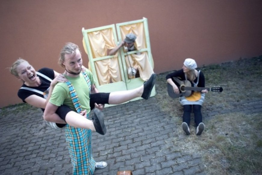 Klaipėdos lėlių teatras švęsti Lietuvos tūkstantmečio kviečia drauge su meškiuku Rudnosiuku.