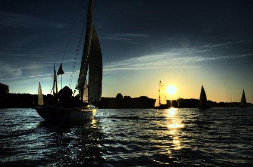 Joninių naktį jachtų regata pirmą kartą surengtą pernai.