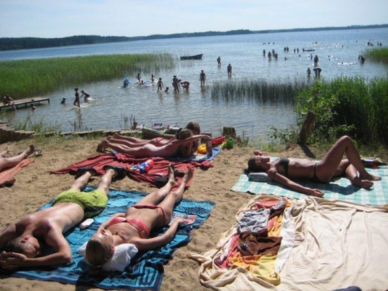Platelių ežero krantinės šį ilgajį savaitgalį – nusėtos žmonių.