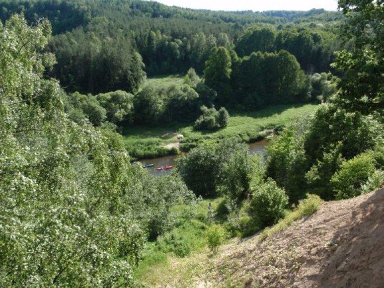 Žygeiviai leidosi į keturių dienų kelionę baidarėmis Minijos upe. Per ją išaiškėjo daugybė upės skaudulių.