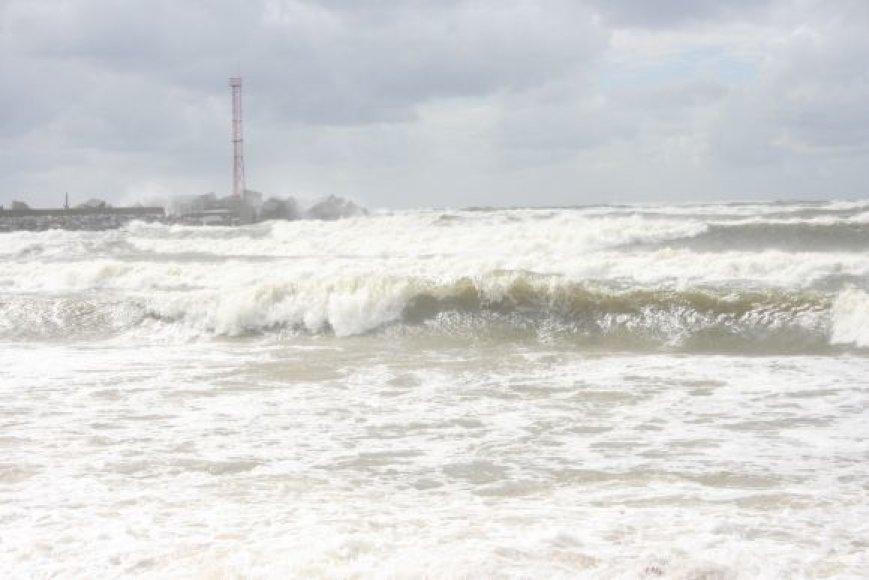 Šiaurinį molą daužė įsisiautėjusios Baltijos bangos.