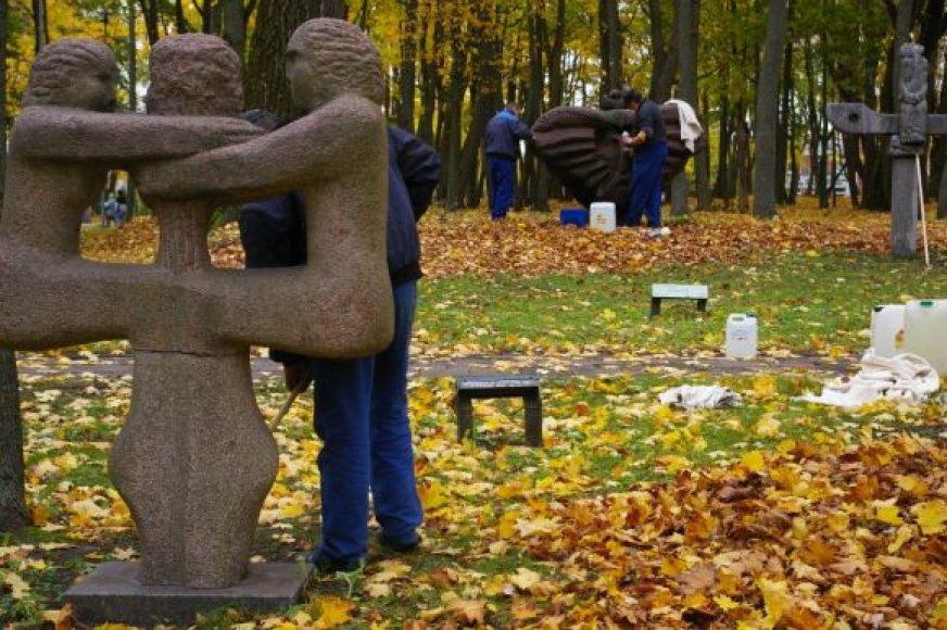"""Skulptūrų parkas ruošiamas meno akcijai """"Kit-Kas parkui""""."""