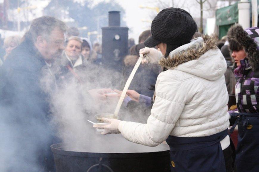 Palanga žiemą svečius suvilioja į stintų šventę.