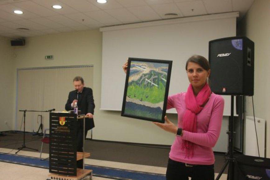 Aukcione Klaipėdos universitete parduota paveikslų už 1 190 Lt.