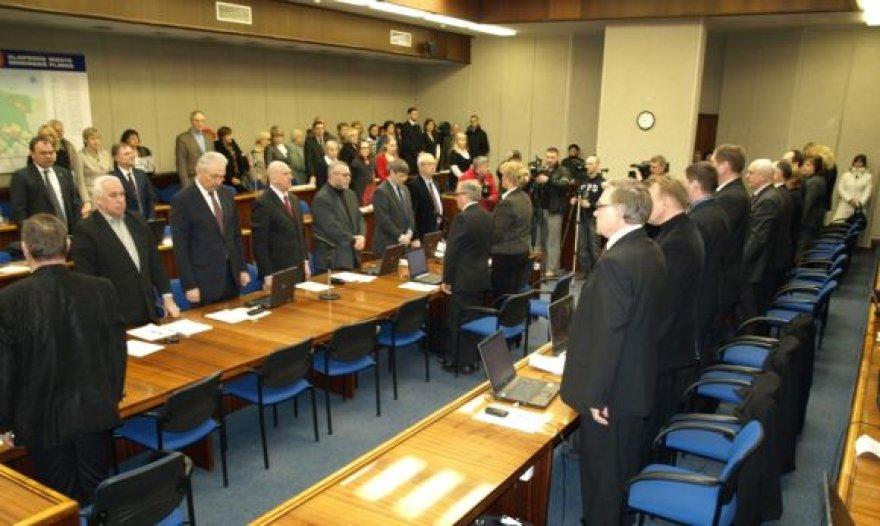 Klaipėdos miesto tarybos nariai posėdį ketvirtadienį pradėjo tylos minute.