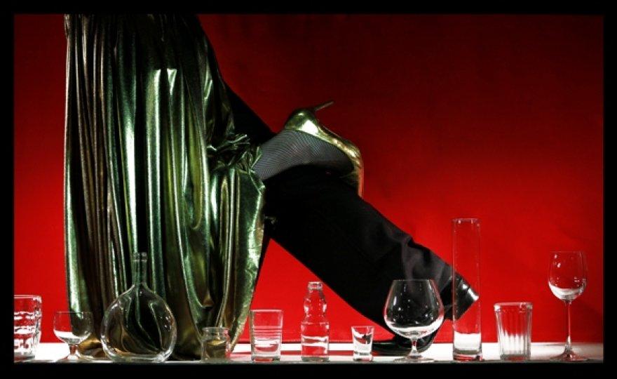 """Spektaklyje """"Juoba"""" pasakojama apie beribį žmogaus godumą."""