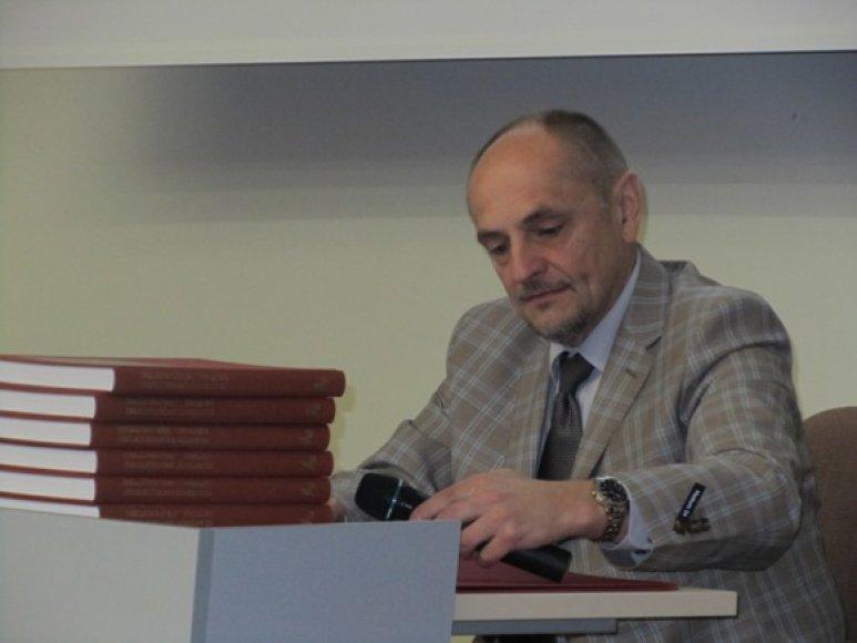 Prof. Algimantas Kirkutis siekia, kad žmonės kuo sveikiau gyventų ir taip išvengtų ligų.