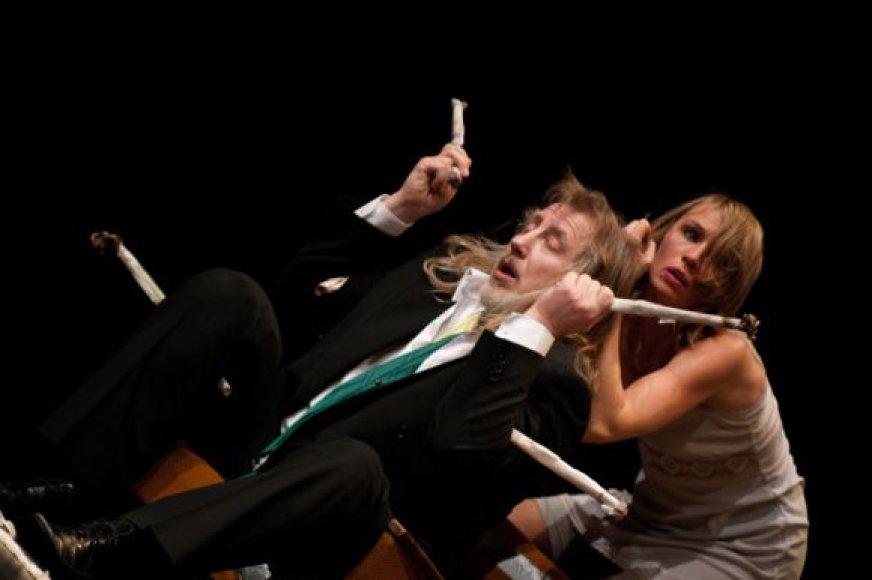 Spektaklyje su humoru pasakojama gana gyvenimiška situacija.