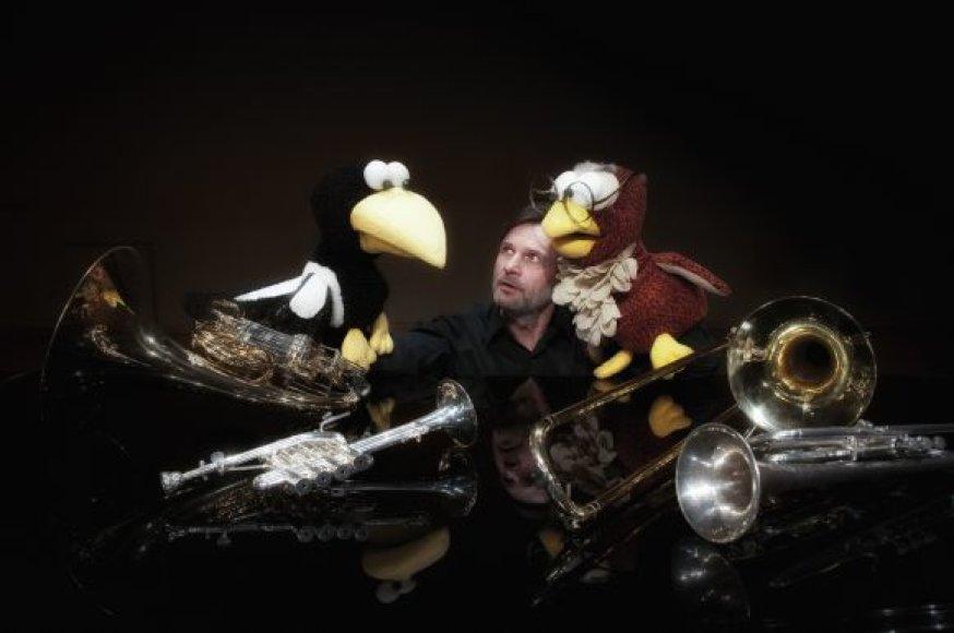 L.Zubė koncertui sukūrė pasakojimą apie du paukštelius, apsigyvenusius Koncertų salės užkulisiuose.