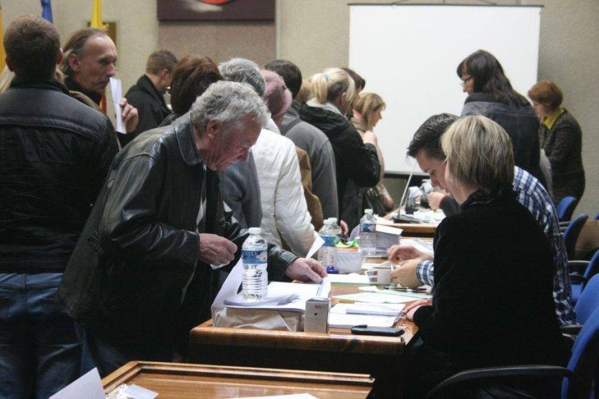 Klaipėdos savivaldybės posėdžių salėje nusidriekė eilė rinkėjų, panorusių iš anksto pareikšti savo valią.