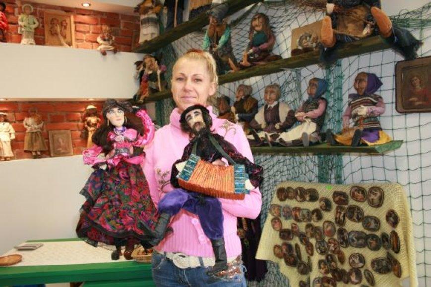 Gražina Oleškevičienė vos prieš savaitę Klaipėdoje atvėrė Lėlių namus, kuriuose prekiauja netradicinėmis, rankų darbo lėlėmis.