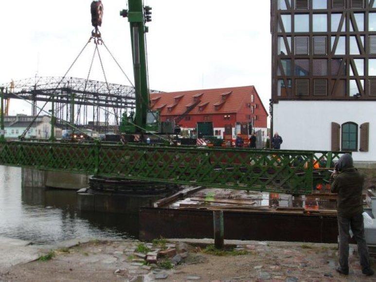 Pasukamas tiltelis pernai nukeltas restauravimui.