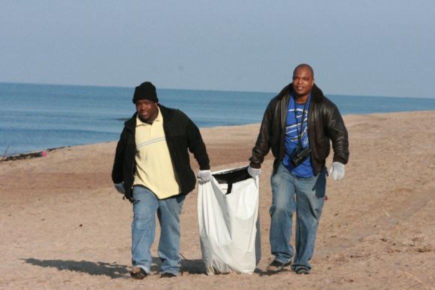 Iš Floridos ir P.Karolinos kilę kariai pririnko pilną maišą šiukšlių.
