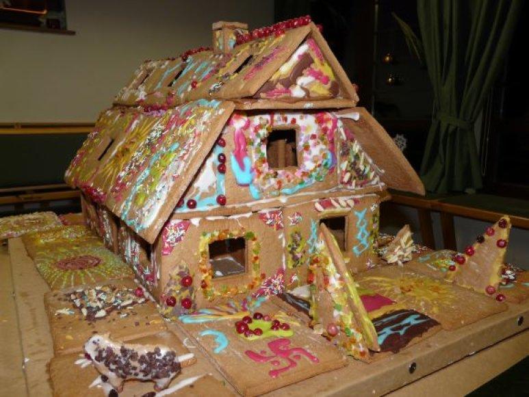 Neringiškiai surentė meduolinį namą.