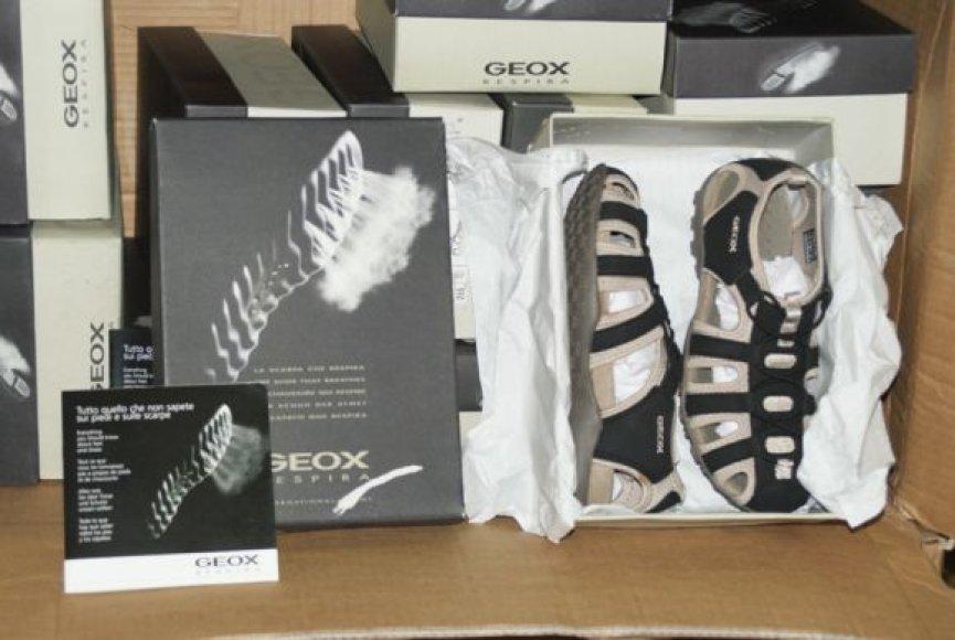Muitinės kriminalinės tarnybos pareigūnai sulaikė 6876 poras batų.