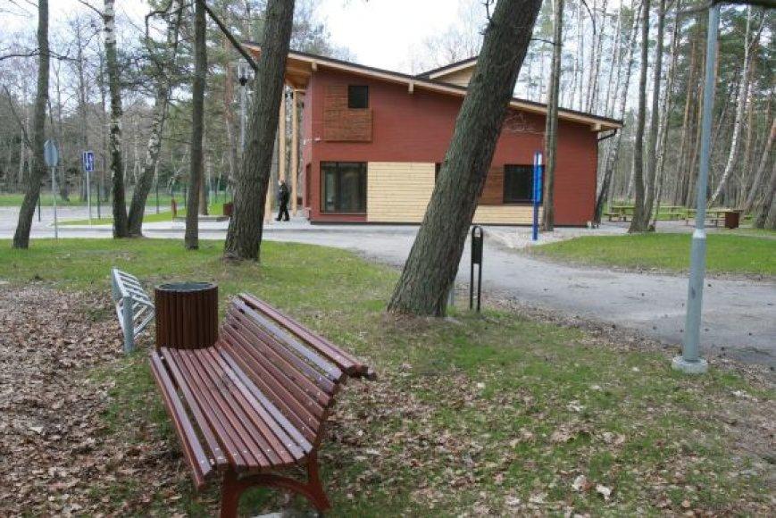 Viliamasi, kad jau kitą vasarą kempinge poilsiautojai galės apsistoti moderniuose namukuose.