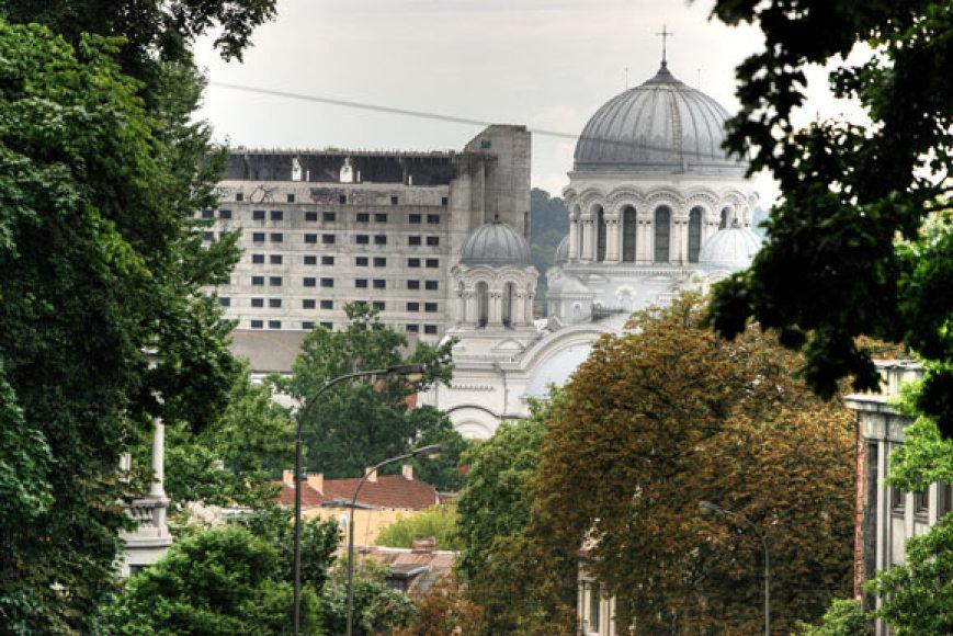 """Bene labiausiai Kauno įvaizdžiui kenkia jau daugelį metų centre riogsantis milžiniškas vadinamasis """"Respublikos"""" viešbutis."""