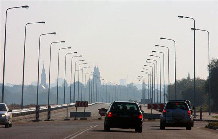 Siekiant sutaupyti kelis šimtus tūkstančių litų, ketinama tamsiu paros metu išjungti dalį miesto gatvėse esančių šviestuvų.